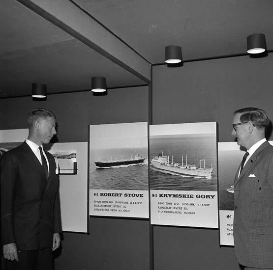 Utställning om sjöfart i Oslo. Från vänster: Johan Schreil, Sven Öbo.