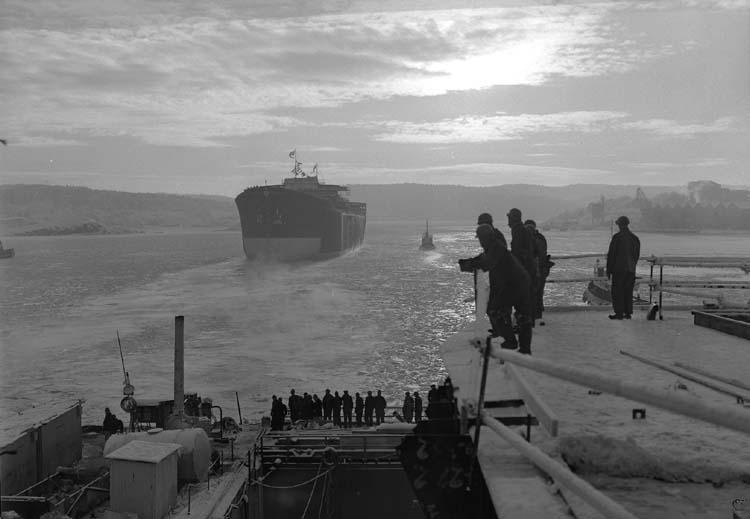 Sjösättning av tankfartyg.