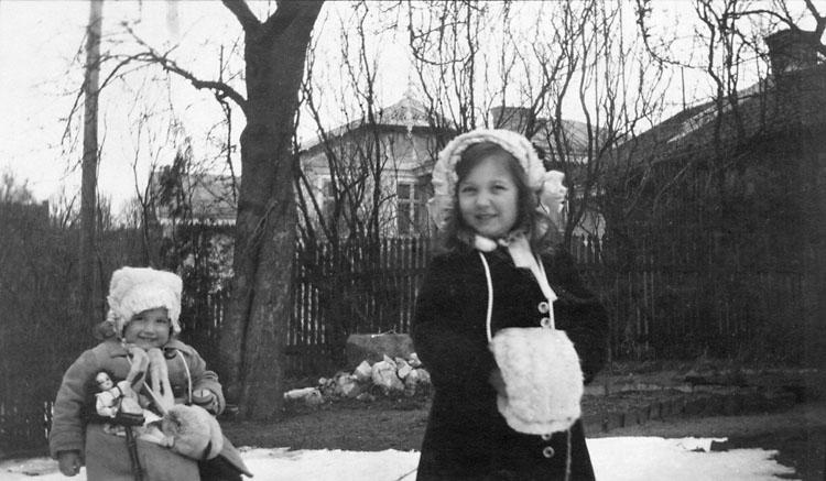 Lizzie och Ingrid Thorburn 1919.