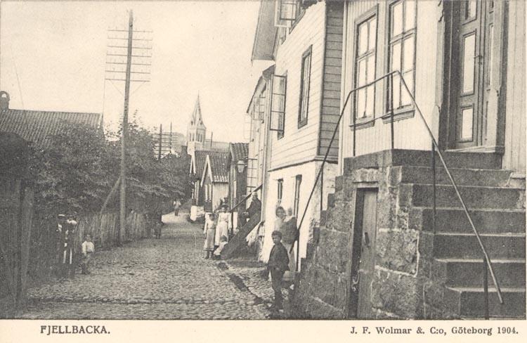 "Tryckt text på kortet: ""Fjellbacka"". ""J.F. Wolmar & C:o, Göteborg 1904""."