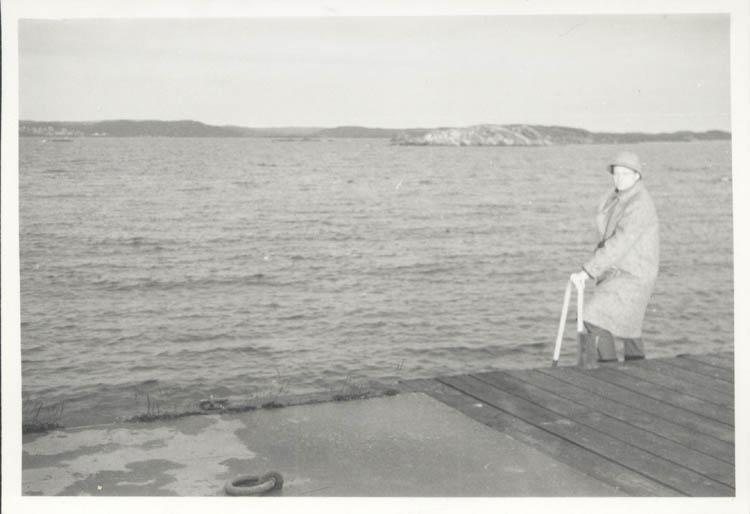 """Noterat på kortet: """"Backudden. Koö. Juldagen 1961."""""""