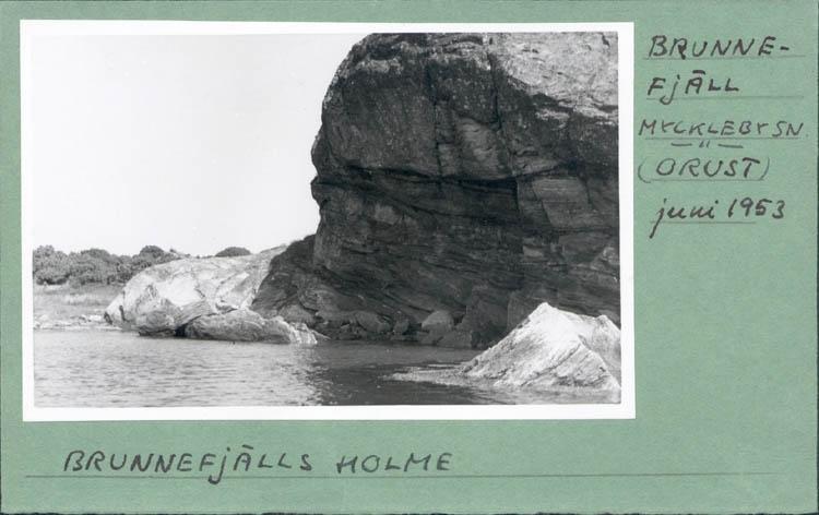"""Noterat på kortet: """"Brunnefjäll Myckleby Orust Maj 1953."""" """"Brunnefjälls holme."""""""