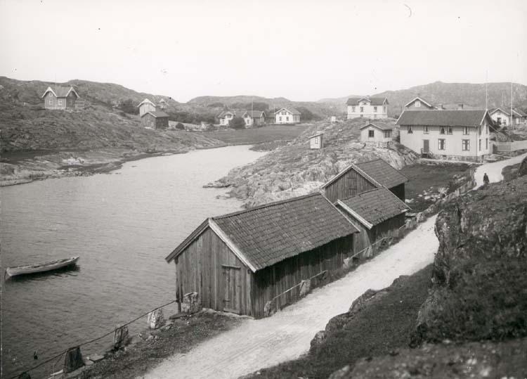 """Noterat på kortet: """"Stockevik. Skärhamn."""" """"Foto (E61) Dan Samuelson 1924. Köpt av densamme dec. 1958."""""""