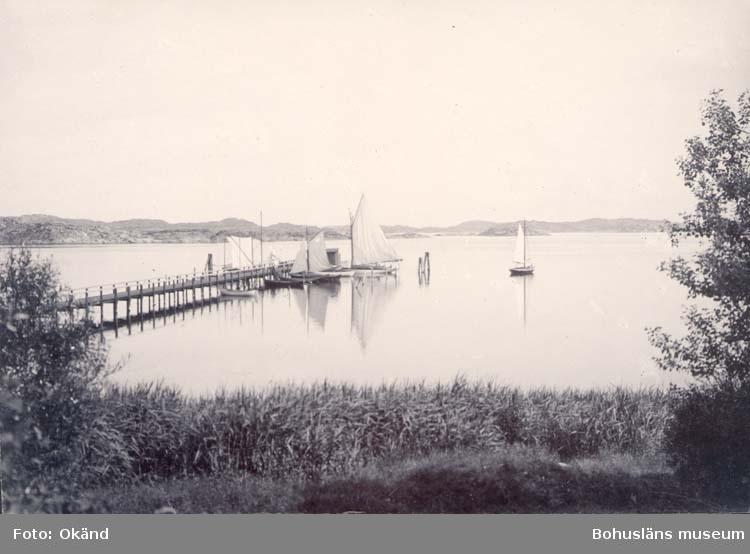 "Noterat på kortet: ""Styrsö Villabron.""  ""Fr. Gustaf Ekmans tomt."""
