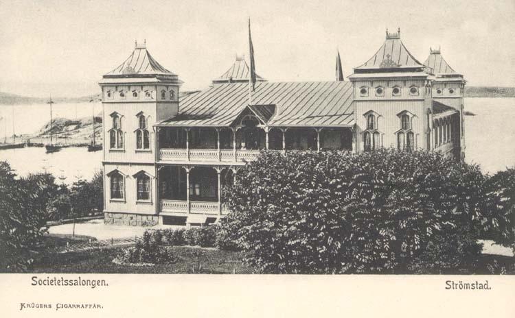"""Tryckt text på kortet: """"Strömstad. Societetshuset."""" """"Krügers Cigarraffär, Strömstad."""""""