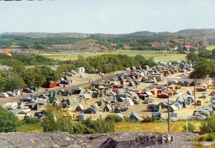 """Tryckt text på kortet: """"Grebbestad. Campingplats."""""""