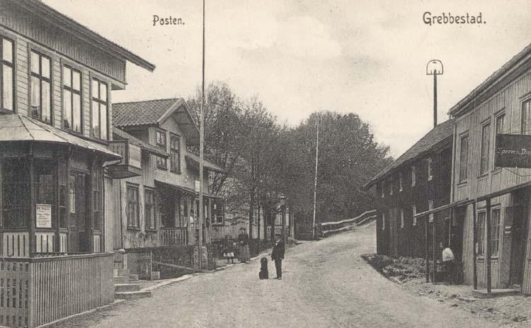 """Tryckt text på kortet: """"Grebbestad. Posten."""" ::"""