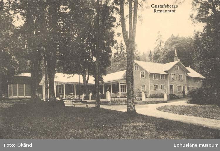 """Tryckt text på kortet: """"Gustafsberg. Restaurangen."""" """"Förlag: Wåhlins eftr., Pappershandel."""""""