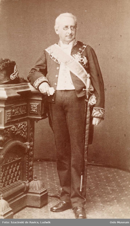 portrett, mann, generalauditør, statsminister, stående helfigur, uniform, ordener
