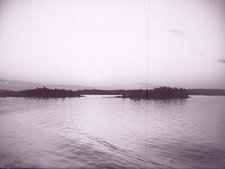 """Enligt text som medföljde bilden: """"Solnedgång på Bråviken."""""""