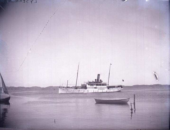 "Enligt text som medföljde bilden: ""Lysekil, Ångaren ""Lysekil"" 1897."" ::"