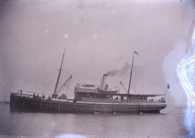 """Enligt text som medföljde bilden: """"Ångaren Uddevalla Lysekil 1897."""""""