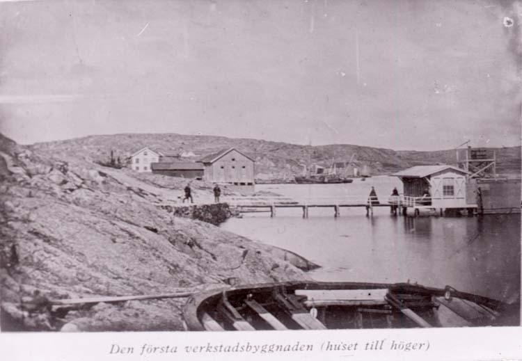 Utsikt mot Rosvik med första badhuset till höger