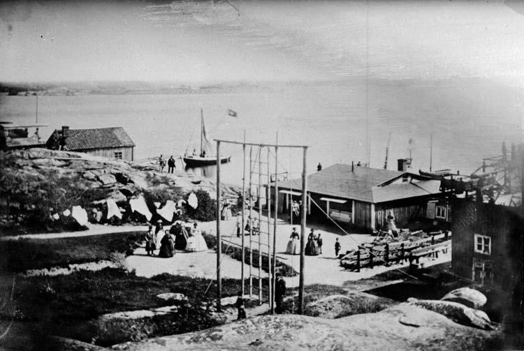 """Badhuset. Lysekil 1862."" enligt text som medföljde bilden."
