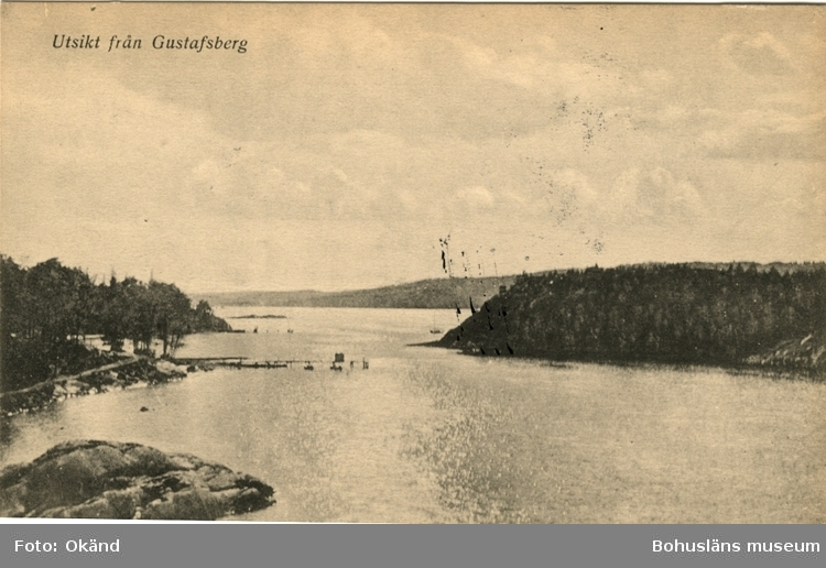 """Tryckt text på vykortets framsida: """"Utsikt från Gustafsberg."""""""
