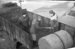 """Enligt fotografens notering: """"Vänern trafik i Lys. hamn 1969"""