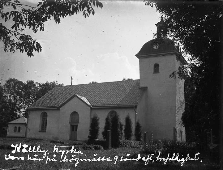 """Enligt text på fotot: """"Källby kyrka, var här på högmässa 9 sönd eft. trefaldighet"""". Enligt notering: """"Källby kyrka, 14 aug. 1927""""."""