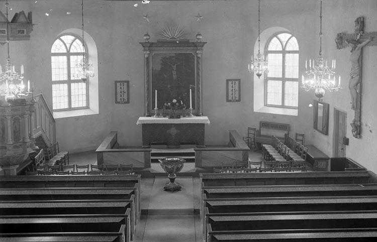 """Enligt fotografens noteringar: """"Foss kyrka interiör."""""""