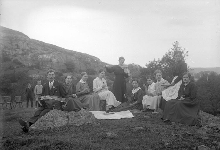 """Enligt fotografens journal nr 3 1916-1917: """"Johansson, Alfred Klefva Spekeröd""""."""