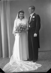 """Enligt fotografens journal nr 6 1930-1943: """"Hogström, Stenungsund"""". Enligt fotografens notering: """"Herr Allan Hogström, Stenungsund""""."""