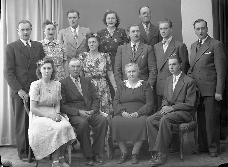 "Enligt fotografens journal nr 7 1944-1950: ""Johansson, Herr Alfred Guntorp Kode""."
