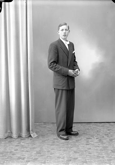 "Enligt fotografens journal nr 7 1944-1950: ""Andersson, Axel""."