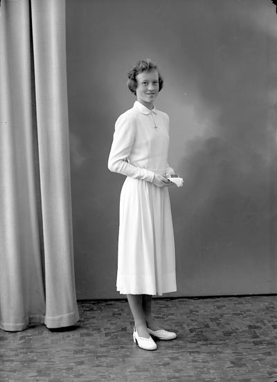 "Enligt fotografens journal nr 8 1951-1957: ""Svensson, Stina Lundby, Spekeröd""."