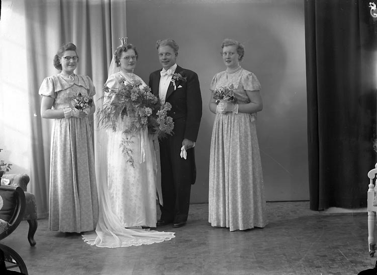 "Enligt fotografens journal nr 8 1951-1957: ""Karlsson, Herr Henry Grössby Ucklum""."