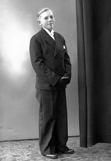 """Enligt fotograrens journal nr 6 1930-1943: """"Johansson, Folke Jordhammar""""."""