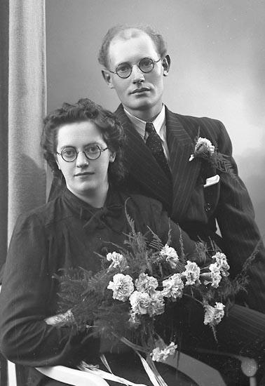 """Enligt fotografens journal nr 6 1930-1943: """"Berntsson, Herr Harry Stenungsund""""."""