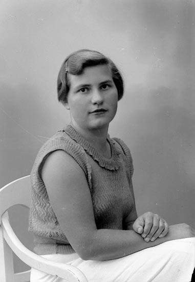 """Enligt fotografens journal nr 6 1930-1943: """"Asker, Karin St. Askerön Här""""."""