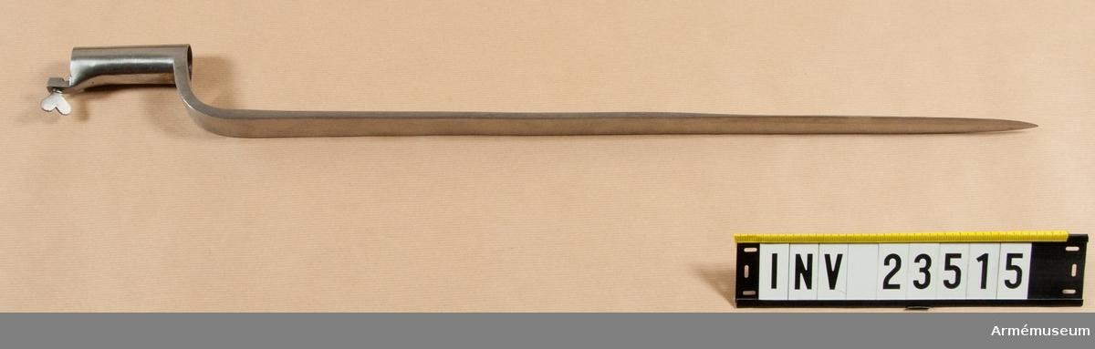 Grupp E II b. Bajonetthylsans längd är 81 mm, hållarens 16 mm.