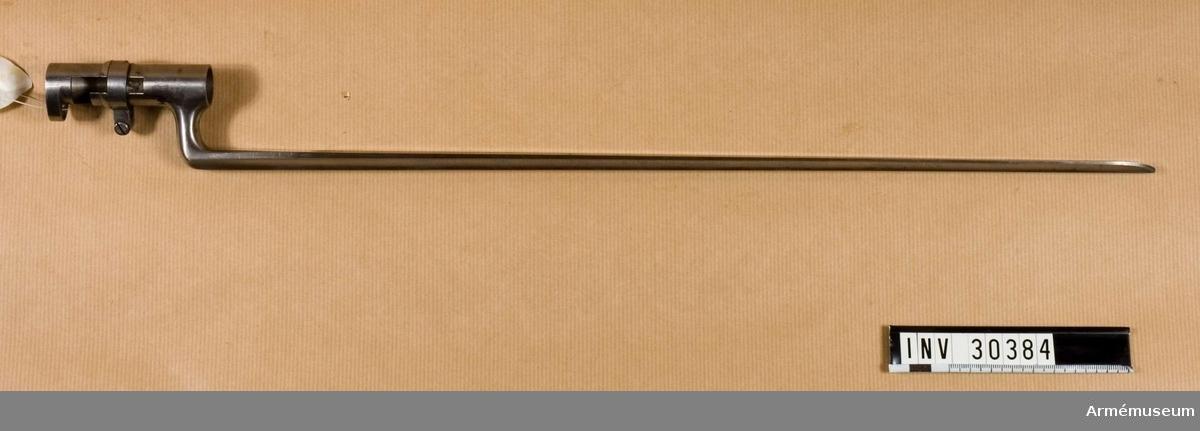 Grupp E II.  Samhörande nr AM.030383-AM.030384 gevär, bajonett.  Bilaga: Generalfälttygmästarens exp. skrivelse 30/11 1906, dnr 1686.