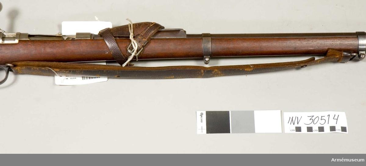 Grupp E II f.  Samhörande nr: AM.030014 handskydd, AM.030511-AM.030514 gevär, bajonett, balja, gevärsrem.