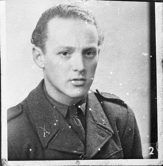"""Enligt fotografens journal nr 7 1944-1950: """"Eriksson, Fr. Hotellet Ön kopia""""."""