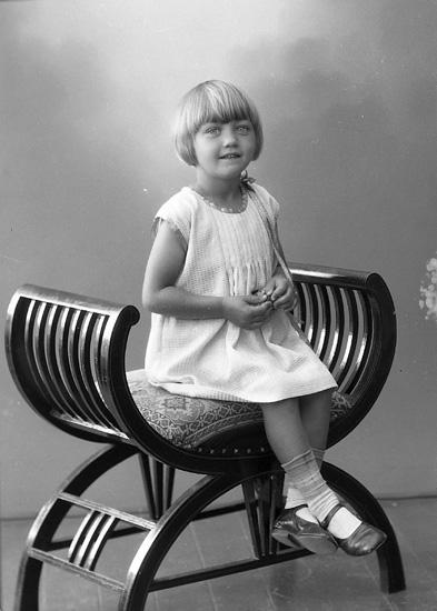 "Enligt fotografens journal nr 5 1923-1929: ""Johansson, Gerd, adr. Fru Ester J. Svanesund""."