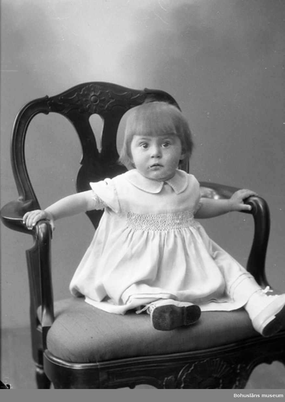"""Enligt fotografens journal nr 6 1930-1943: """"Rohdin, Fru Hedåsg. 12 Gbg""""."""