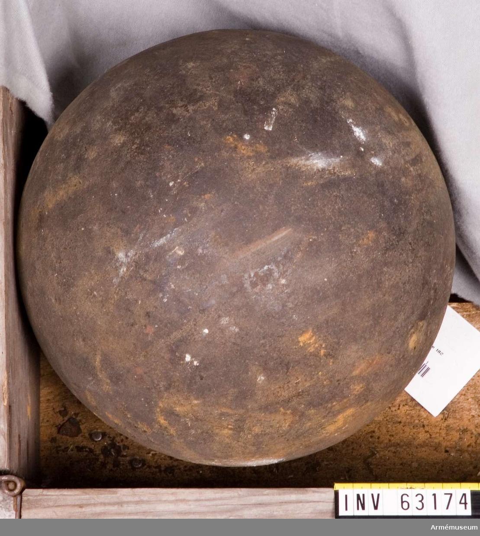Grupp F II. 40-pundig bomb med gängade brandrörshål för försöksmörsare år 1824-30.