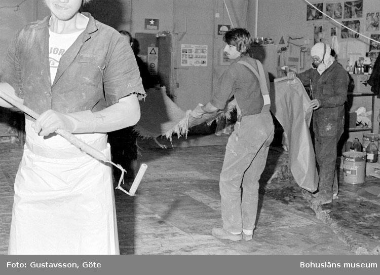 """Motivbeskrivning: """"Gullmarsvarvet AB, på bilden syns från vänster Hans Andersson, Uno Hellgren och Conny Lindkvist."""" Datum: 19801031"""