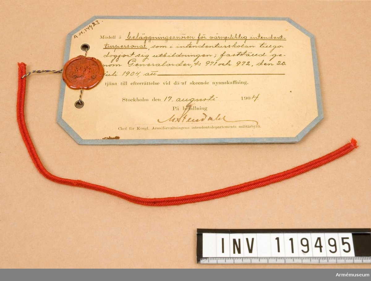 Grupp C:I. Benämning: Beläggningssnöre m/1904 för värnpliktig intendenturpersonal, som i intendenturskolan tillgodogjort sig utbildningen.