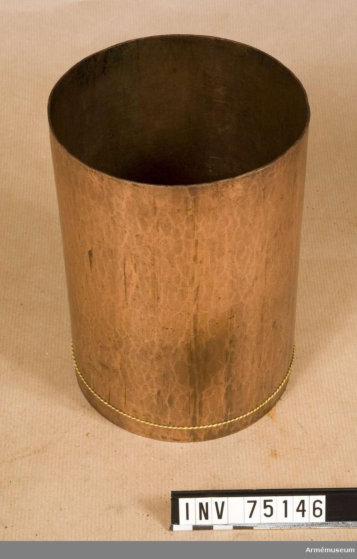 Grupp F:III(överstruken) V. Schamplun av koppar för färdiga karduser och skott enligt 1831-års kalibersystem för 12-pundig kaliber.