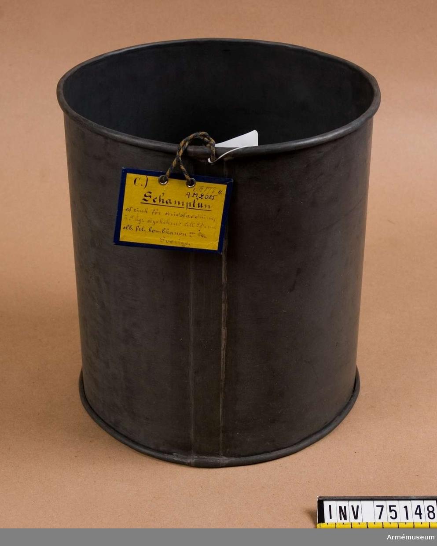 Grupp F:III(överstruken) V.  Schamplun av zink för stridsladdning av 5 kg styckekrut till 23 cm stälborrad framladdningskan m/1840.