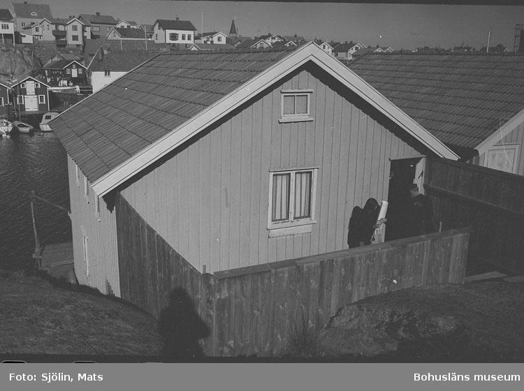 Sjöbod i bohuslänskt kustsamhälle
