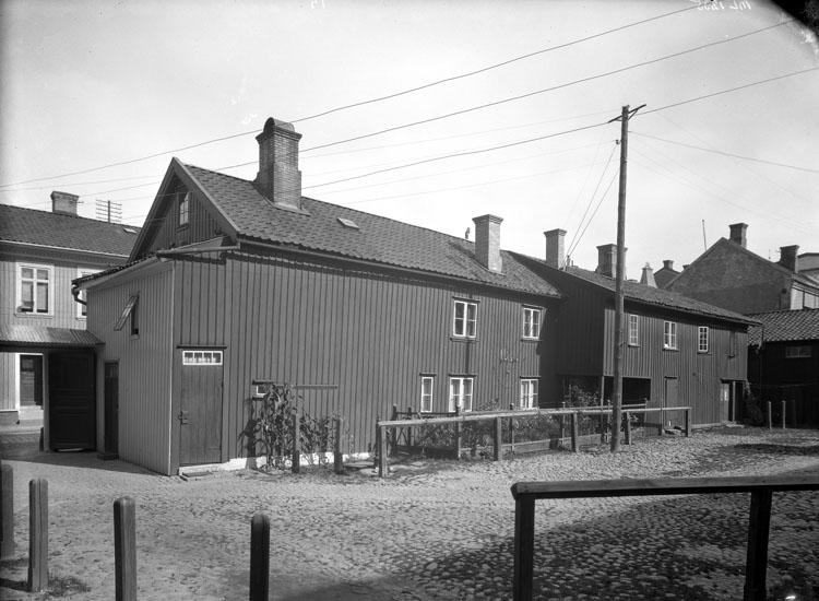 """Uppgift enligt fotografen: """"Uddevalla. Stiernstams gård, Kilbäcksgatan."""""""