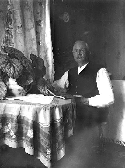 """""""Herr Callin, taget i hans rum på Trollhättan, 14 juli 1914."""""""