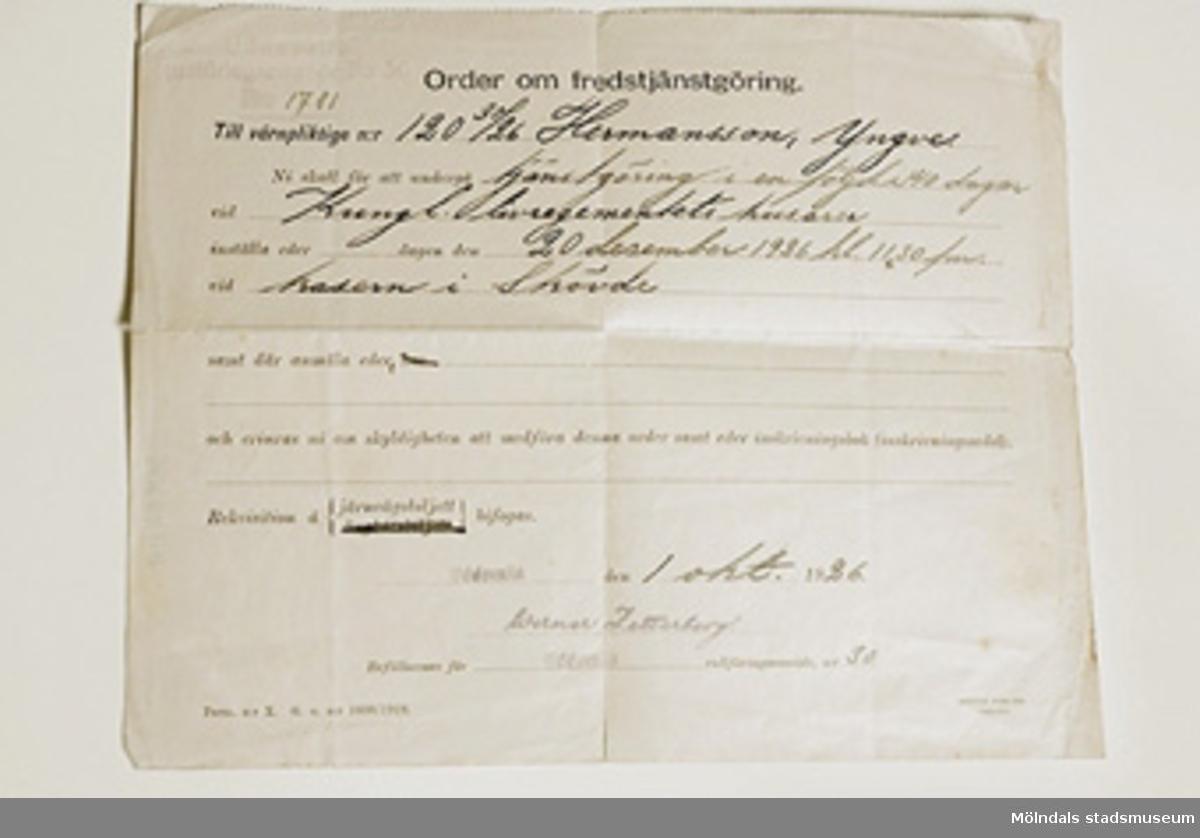 Brev om order om fredstjänstgöring vid Kungliga Livregementets husarer vid kasern i Skövde. Brevet är utfärdat i Uddevalla den 1 oktober 1926.
