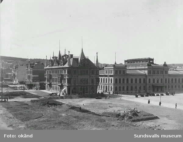 Anläggningen av Esplanaden.  Rätten 1 och t h Stadshuset.