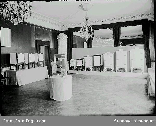 Åsberg % Thunström. Utställning av kylskåp.