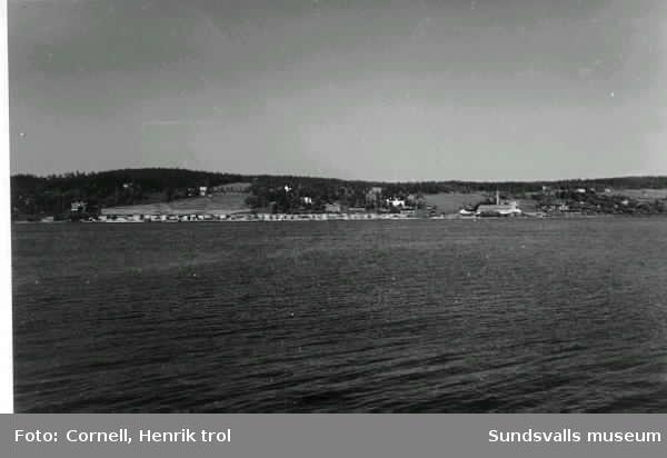 Utsikt från Kaptensudden över brädgårdarna på Alnösidan (Karlsvik ?)