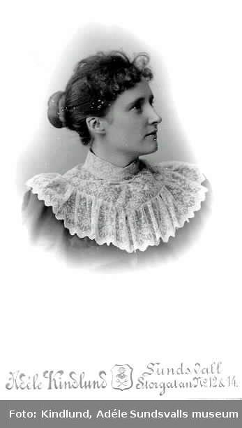Anna  Engström, född ca 1863, gift 1887 med J F  Cornell. Mor till Henrik Cornell